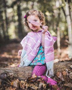 The Lavanda Hooded Poncho takes your fall #kidsfashion to another level of adorable! 📷 @whenlifegivesyoulemma 🍂🍁🍂. #loomwoven #slowfashion #giftsthatgiveback #marylana #poncholover #muchoponcho #babyponcho #kidsponcho #ponchoweather