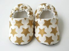 Metallic gold baby shoes, toddler shoes, baby crib shoes by JoEEBaby on Etsy Gold Baby Shoes, Baby Crib Shoes, Cotton Fleece, Cotton Fabric, Handmade Baby, Handmade Gifts, Toddler Shoes, Baby Accessories, Summer Sale
