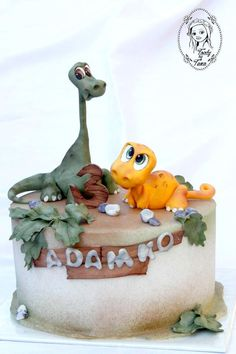 Dino cake by grasie Dinosaur Cupcake Cake, Dinosaur Cake Toppers, Dino Cake, Dinosaur Birthday Cakes, Fondant Animals, Dessert Decoration, Cakes For Boys, Cake Tutorial, Fancy Cakes