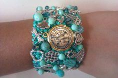 Brazalete de 4 cm color menta con medalla de San Benito!. Fabric Jewelry, Jewelry Art, Beaded Jewelry, Handmade Jewelry, Color Menta, Cuff Bracelets, Bangles, Crochet Bracelet, Pretty Necklaces
