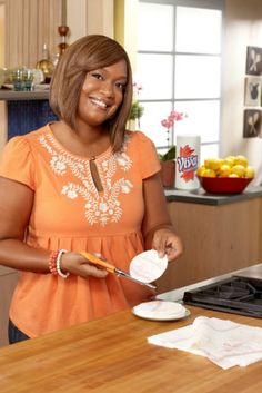 VIVA® Towels and Food Network's Sunny Anderson have partnered up for the Get Closer to Your Food campaign. This shows her sophisticated, yet approachable hands-on cooking style. Sunny Anderson, Food Network Recipes, Sunnies, Closer, Towels, Campaign, Curvy, Chicago, Hands