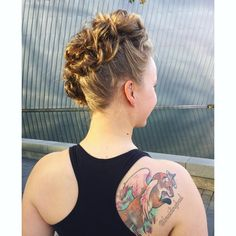 "76 tykkäystä, 1 kommenttia - Heli (@braidingbad) Instagramissa: ""#nanohawk is a rocking #hairstyle for the weekend ✌️Made with #invisibobblenano s and inspired by…"""