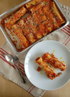 Beef and mushroom cannelloni / Canelone de carne e cogumelo by Patricia Scarpin, via Flickr