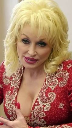 Www.numberonemusic.com/damienprojectfilmworks Explore Board Dolly Parton, followed by over 1,000,249 people on Pinterest. See more ideas about Dolly patron, Dolly Parton and The picture. Dolly Parton Is the Best! More at: amzn.to/3024ytO Dolly Parton Playboy, Dolly Parton Costume, Dolly Parton Tattoos, Dolly Parton Quotes, Beautiful Old Woman, Beautiful Girl Image, Pretty Woman, Dolly Parton Imagination Library, Hally Berry