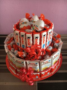 Geschenke Torte mit Schokolade (Aus Styropor) – When buying gifts, remember tha… - Schokolade Styrofoam Crafts, Sweet Trees, Tiny Gifts, Candy Cakes, Gift Cake, Chocolate Bouquet, Love Chocolate, Chocolate Gifts, Chocolate Cake