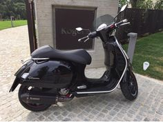 Motor Scooters, Vespa Scooters, Scooter 50cc, Vespa Gts, Moto Car, Vintage Vespa, Black Rooster, Boy Toys, Cars And Motorcycles