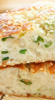 Chinese Sesame Scallion Bread (also sometimes referred to as Sesame Pancake, 芝麻大餅, pronounced zhi ma da bing), is a fluffy, thick bread filled with scallions and crusted with sesame seeds. It's commonly found in Northern Chinese cuisine Empanadas, Bread Recipes, Cooking Recipes, Keto Recipes, Good Food, Yummy Food, Tasty, Bread Bun, Asian Recipes