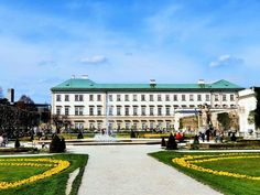 Teil des UNESCO Weltkulturerbes in Salzburg sind der barocke Mirabellgarten und Schloss Mirabell, Höhepunkte Sehenswürdigkeiten Tipps auf Blog   Travelcontinent Salzburg, Rooftop, Louvre, Super, Building, Travel, Blog, Moldova, Fountain
