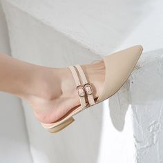 I envision a lot of lady would be pleased by all shoes. Mule Plate, Cute Womens Shoes, Pointed Toe Block Heel, Block Heels, Shoes 2018, Zapatos Shoes, Lady, Hot Shoes, Women's Shoes