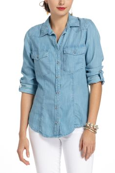 Simple fitted chambray buttondown