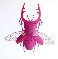 Masque en papier découpé - concours Arjowiggins - Scarabée rose - montage papier                                                                                                                                                                                 Plus
