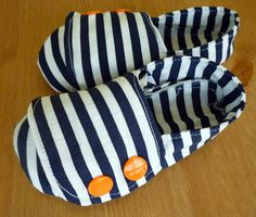 Feather's Flights {a creative, sewing blog}: Nautical Baby Shoes