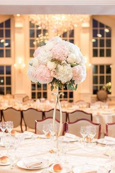 We're smitten with this Park Savoy Estate wedding from Idalia Photography! The elegant New Jersey affair is full of gorgeous black tie style from start to finish. We adore the classic romance that the