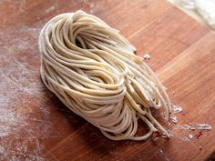 A recipe for near-restaurant-quality noodles to help you build a better bowl of ramen. Ramen Noodle Recipes Homemade, Better Bowl, Hot Ramen, Ramen Broth, Protein Bread, Pasta Machine, Serious Eats, Ramen Noodles, Cooking Time