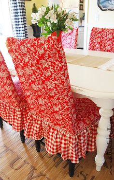 cottage style dining room - red toile and checked slipcovers Style Cottage, Red Cottage, French Cottage, Cottage Living, Dining Room Chair Slipcovers, Dining Room Chairs, Office Chairs, Lounge Chairs, Dining Table
