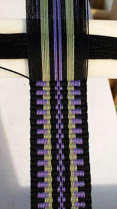Inkle Weaving Patterns, Weaving Textiles, Loom Patterns, Card Weaving, Weaving Art, Loom Weaving, Inkle Loom, Weaving Projects, Tear