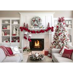 100 Best Christmas mantel decorations that glisten with an aesthetic élan - Hike n Dip Here are 100 Best Christmas Mantel Decorations. Take inspiration for the perfect Christmas Fireplace decor, that include various themes & traditional styles Christmas Living Rooms, Apartment Christmas, Christmas Mantels, Christmas Fireplace Decorations, Christmas Centerpieces, Tree Decorations, Beautiful Christmas, White Christmas, Christmas Tree