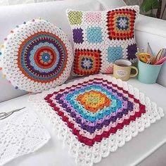 51 Ideas crochet granny square blanket for beginners yarns Crochet Cushion Cover, Crochet Pillow Pattern, Crochet Cushions, Baby Blanket Crochet, Pillow Patterns, Cushion Covers, Pillow Covers, Crochet For Beginners Blanket, Crochet Patterns For Beginners