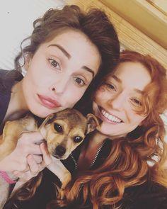 Heida and Eleanor on set Poldark Cast, Poldark 2015, Demelza Poldark, Ross Poldark, Poldark Actors, British Actresses, Actors & Actresses, Poldark Season 2, Heida Reed