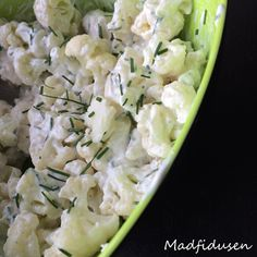 Blomkaalsalat Yummy Eats, Yummy Food, Lchf, Food Inspiration, Potato Salad, Meal Planning, Cabbage, Food Photography, Salads