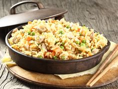 From the YOU test kitchen: Egg fried rice Other Recipes, Rice Recipes, Pork Recipes, Asian Recipes, Ethnic Recipes, South African Recipes, Budget Meals, Vegetable Dishes, Fried Rice