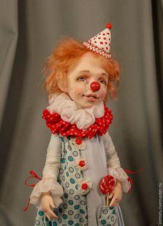 Купить или заказать Клоун Любимчик Пашка в интернет магазине на Ярмарке Мастеров. С доставкой по России и СНГ. Материалы: полимерная глина, ЛивингДолл,…. Размер: около 30 см