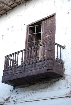 de la Barra photography, honeymoon ideas, honeymoon in South America, Cuzco, Peru ~ what a beautiful balcony
