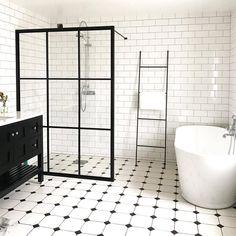 """Dekora on Instagram: """"Halloj måndag och kanske världens snyggaste badrum!? Vi är extremt avis på dig, @cajsajosefinea 😍 ⠀ _____⠀ """"Nu är det inte mycket kvar att…"""" Rustic Bathrooms, Modern Bathroom, Small Bathroom, Bathroom Inspo, Bathroom Inspiration, Bathroom Remodel Pictures, Black White Bathrooms, Simple Bathroom Designs, Complete Bathrooms"""