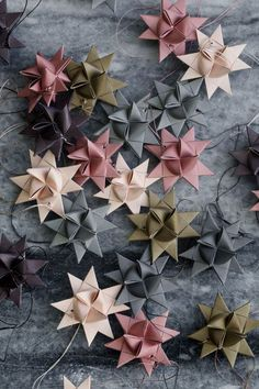 5 pointed origami star Christmas ornaments - step by step instructions Noel Christmas, Winter Christmas, Christmas Paper, Origami Christmas, Oragami Christmas Ornaments, Origami Ornaments, Danish Christmas, Christmas Tables, Paper Ornaments