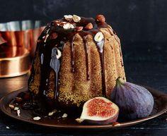 Viikunakakku  Viikunat, kahvi, hasselpähkinä ja muscovado antavat kahvikakulle syvän maun. Kakun voi leipoa jo hyvissä ajoin ennen joulua ja antaa tekeytyä...
