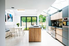 How to add a single storey extension: a light filled single storey kitchen extension Kitchen Diner Extension, Open Plan Kitchen, New Kitchen, Kitchen Decor, Kitchen Extension Side Return, Kitchen Layout, Home Design, Design Ideas, Minimalist Modern Kitchens