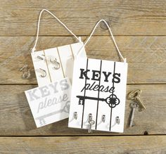 Key Storage Pallet Board project by Craft Warehouse. Instructions on the Craft Warehouse Create page. #pallet #vinyl #diy #craftwarehouse craftwarehouse.com