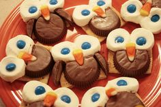 owl smores - peanut butter cup body and wings, marshmallow and m eyes, and candy corn beak on a graham cracker - how cute! Yummy Treats, Delicious Desserts, Sweet Treats, Dessert Recipes, Yummy Food, Tasty, Owl Desserts, Kid Recipes, Yummy Snacks