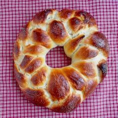 Finnish Pulla for TWD. A rich, sweet egg bread lightly spiced with exotic cardamom. Baking Recipes, Cake Recipes, Finnish Recipes, Breakfast Recipes, Brunch Recipes, Sweet Bread, Bread Baking, Food And Drink, Spices