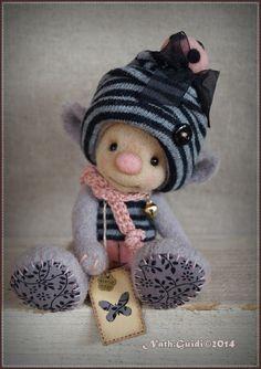 Reservé ! Personnage miniature féerique en laine cardée couleur gris perle : Autres art par la-fee-chiffonnee