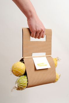 Packaging: When cardboard and creativity make a much more ecological and fun product Organic Packaging, Fruit Packaging, Food Packaging Design, Paper Packaging, Packaging Design Inspiration, Brand Packaging, Box Packaging, Branding Design, Vegetable Packaging