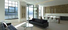 Apartamento minimalista con carisma industrial, por Chiara Ferrari. Isamu Noguchi coffee table.