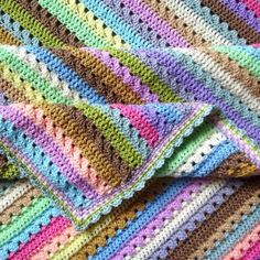Cupcake Stripe BlanketThis crochet pattern / tutorial is available for free... Full Post: Cupcake Stripe Blanket