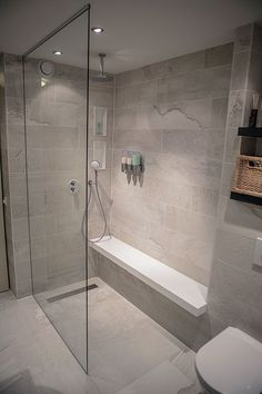 Badezimmer Dusche In De Eerste Kamer's bathrooms you will find shower cubicles, steam cubicles a Shower Cubicles, Bathroom Remodel Shower, Bathroom Interior, Master Bathroom Makeover, Bathroom Showrooms, Bathroom Design, Beautiful Small Bathrooms, Bathroom Layout, Shower Cabin