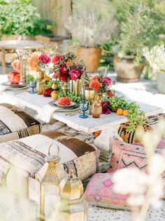 Design Ideas & Inspiration for the Perfect Outdoor Dinner Party Apartment Therapy Moroccan Table, Moroccan Party, Moroccan Wedding Theme, Moroccan Bedroom, Moroccan Lanterns, Moroccan Interiors, Moroccan Decor, Decoration Chic, Decoration Inspiration