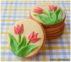 GORGEOUS Tulip cookies. Great as party favors or wedding favors. Tutorial included...