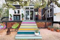 380 Sq Ft Tiny Home in Austin, Texas 008 - Pinner I would paint the steps a Cow Brown color!  - I like the home design!