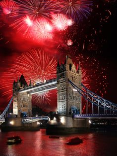 Ring in the New Year in London. The Best New Year's Eve Events In London New Year London, Nye London, Beautiful Buildings, Beautiful Places, New Years Eve Events, New Year Fireworks, London Fireworks, Things To Do In London, London Photography