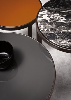 Riley coffee table produced by Minotti - Rodolfo Dordoni