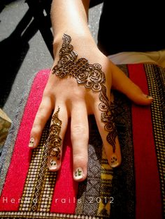 Arabic hearts and roses by Henna Trails, via Flickr