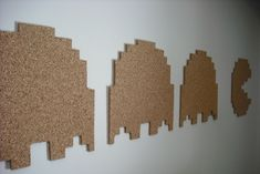 DIY Pac Man Cork Board - The DIY Pac-Man Cork Board is quite easy to make, but I am sure difficulty would not stop the Pac-Man enthusiast. This DIY cork board could add t. Festa Do Pac Man, 40 Diy Gifts, Deco Gamer, Nerd Crafts, Diy Crafts, Retro Arcade, Geek Decor, Retro Home Decor, Diy Wall