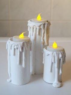 Heute habe ich für euch eine kleine Anleitung zu meinem Deko-Kerzen-Projekt . Ihr benötigt: leere Klorollen ein Stück Pappe Ble...