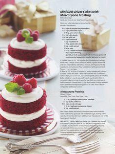 Mini Red Velvet Cakes with Mascarpone Frosting ( le glaage au mascarpone est malade! Köstliche Desserts, Dessert Recipes, Italian Desserts, Mini Cakes, Cupcake Cakes, Strawberry Mousse Cake, Velvet Cake, Velvet Cupcakes, Cheesecake Recipes