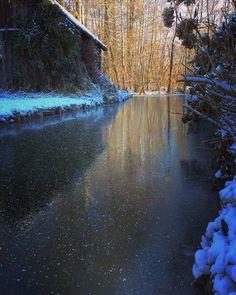 gefrorene Fließe im Spreewald