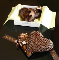 Kutusu çikolata kendisi çikolata. Heartbeat Chocolate.